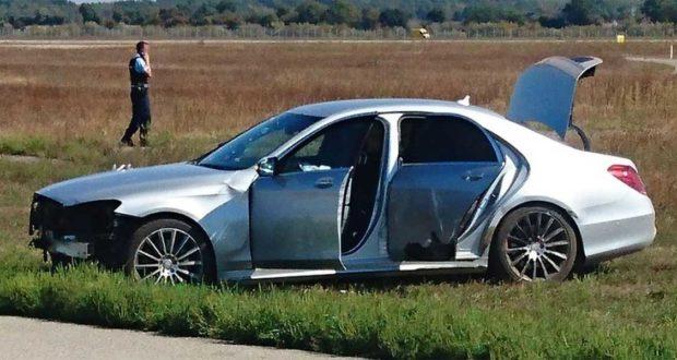 Carro en contravía ingresó a la pista de un aeropuerto francés